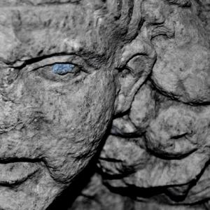 """""""Taillé d'une pierre bleu"""""""